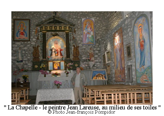 AM 68 p2 V3 la Chapelle-le peintre Jean Lareuse au milieu de ses toiles