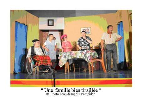 AM 81 p3 vue 1 une famille bien tiraillée