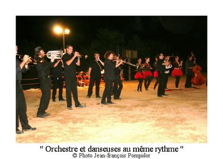AM 97 p3 V1 orchestre et danseuses au même rythme