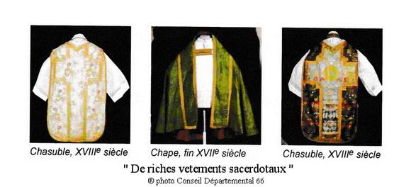 De riches vetements sacerdotaux